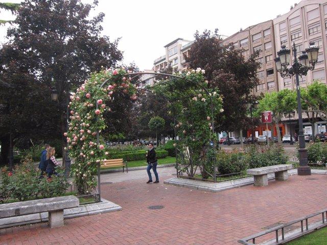 Flores y arbolado urbano en El Espolón de Logroño