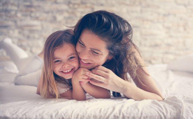 Alaba a tu hija sin decirle que es guapa