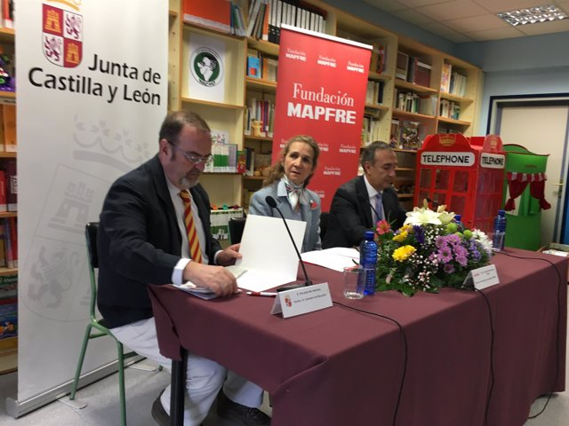 Valladolid.- Fernando Rey (i), la Infanta Elena y Antonio Vigil-Escalera