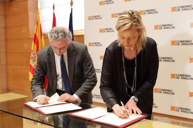 Gastón y Olona han firmado hoy este acuerdo en el Gobierno de Aragón