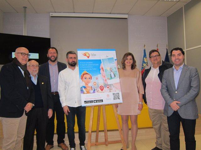 Fuset y Gómez con representantes de fallas y Play&go presentan la APP Fallas