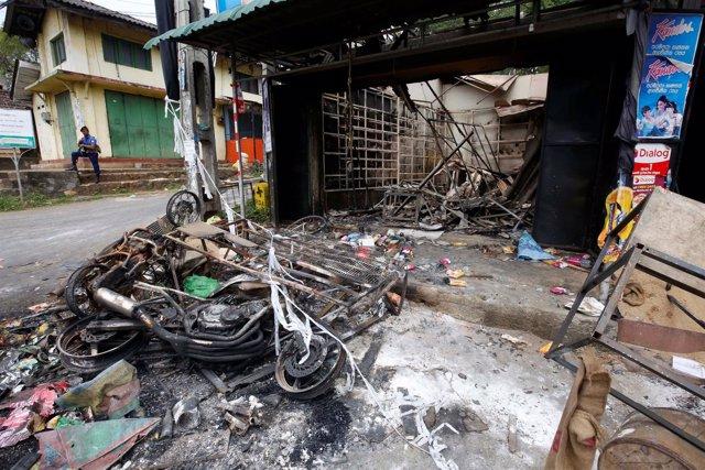 Daños por los enfrentamientos entre budistas y musulmanes en Digana