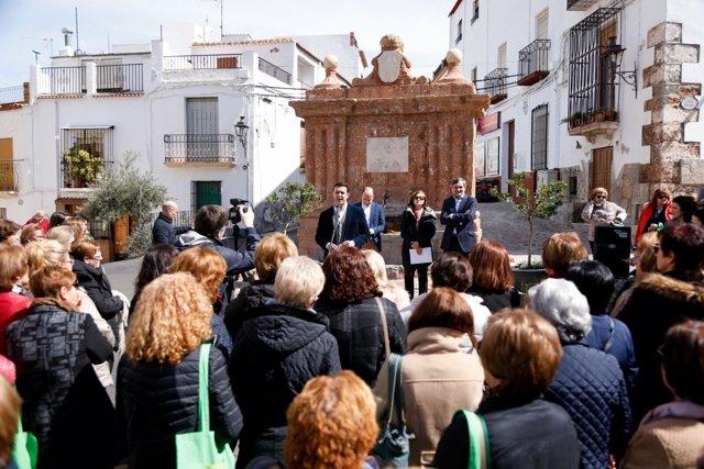 Fondón se ha llenado de mujeres para conmemorar el día 8 de marzo.