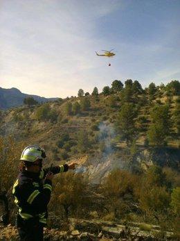 Un helicóptero actua en Cocentaina