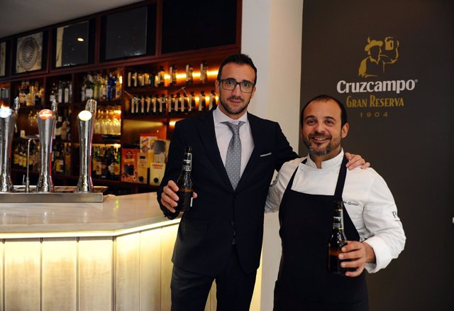 El chef y el gerente de Cruzcampo en Córdoba tras el acuerdo