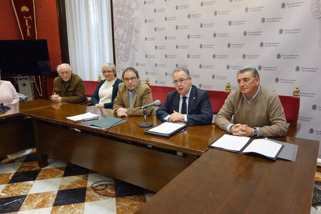 Presentación de un acuerdo entre el Sistema Arbitral de Consumo y tintorerías