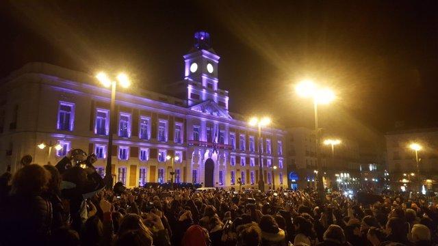 Cacerolada de arranque de la huelga del 8M en la Puerta del Sol