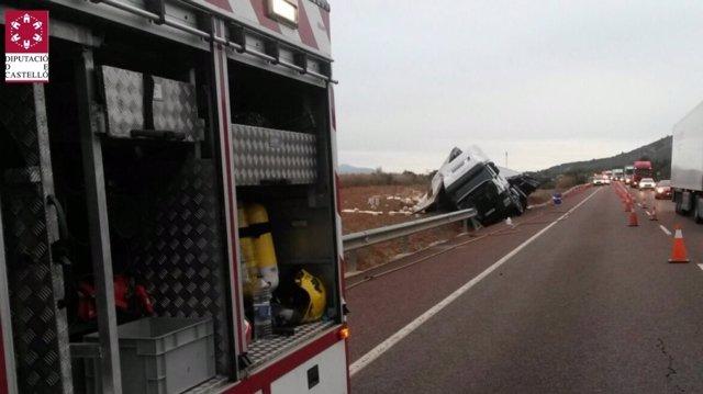 Accidente de un camión en la N-340 en Santa magdalena de Pulpis