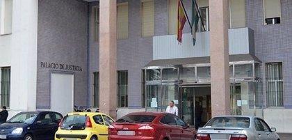 Sabotean el coche del fiscal jefe en Algeciras en el parking del Palacio de Justicia