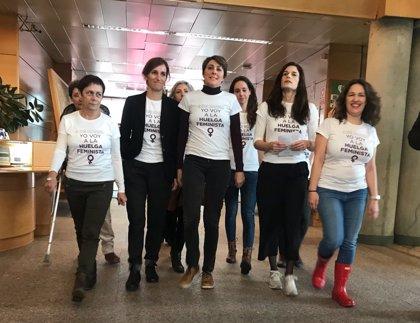 La Asamblea celebra el Día de la Mujer con guiños reivindicativos y con las diputadas de Podemos en huelga