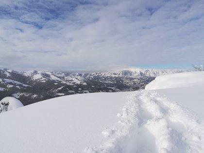 """Febrero fue """"muy frío y extraordinariamente húmedo"""" en Asturias, superando los 3 metros de nieve en Picos de Europa"""