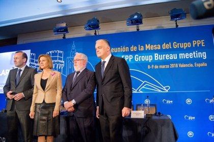"""Cospedal llama al PPE a """"luchar hoy más que nunca contra la demagogia y el populismo"""" que quiere """"terminar con la UE"""""""