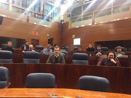 Podemos no pregunta a Cifuentes en Pleno al estar su portavoz en huelga y ella pide respeto para quien va a trabajar