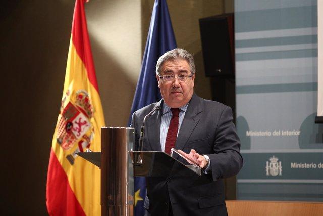 El ministro del Interior, Juan Ignacio Zoido, presenta la campaña #SumatuLuz