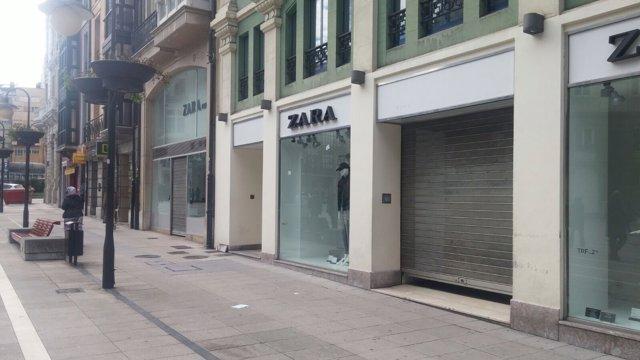 Tienda de Zara cerrando