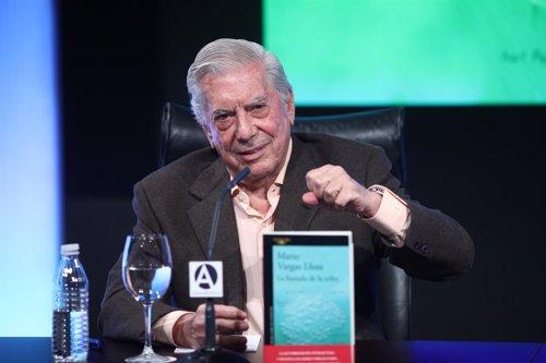 Rueda de prensa de Mario Vargas Llosa para presentar La llamada de la tribu