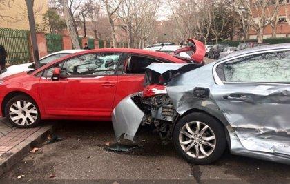 Herido en Valladolid un conductor que chocó contra una ambulancia y contra cuatro coches