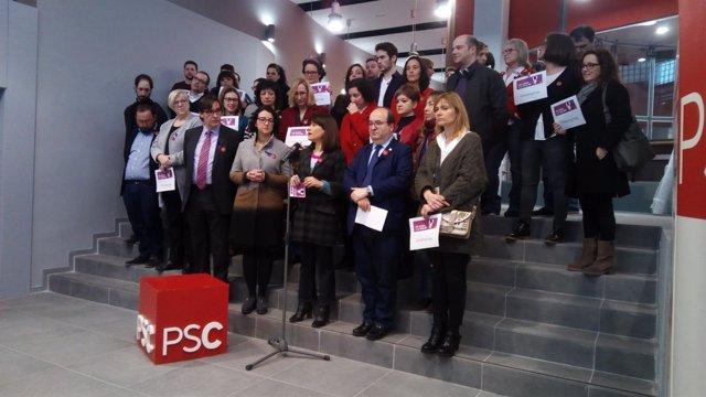 Miembros del PSC paran ante la sede por el 8M