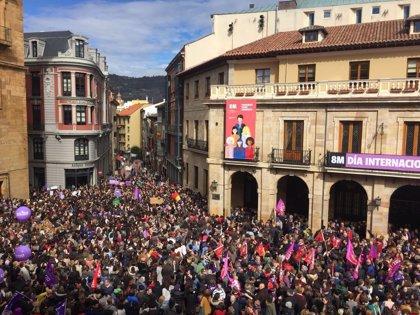 """El movimiento feminista califica de """"éxito"""" la huelga en Asturias"""