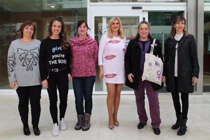 Las mujeres con cargos políticos en el Consell de Ibiza se suman al paro convocado con motivo de la huelga feminista