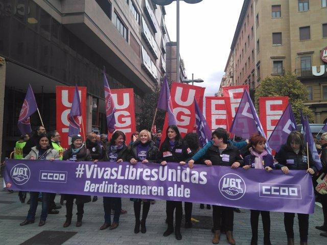 Manifestación de UGT y CCOO en Pamplona en el Día de la Mujer