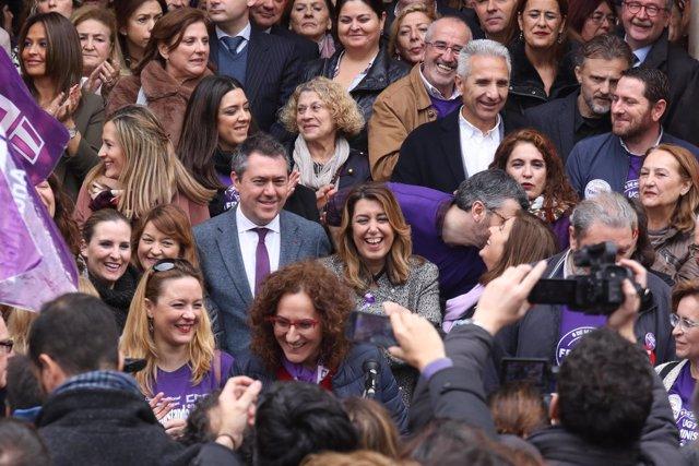 Susana Díaz, en el centro, en la protesta convocada por los sindicatos por el 8M