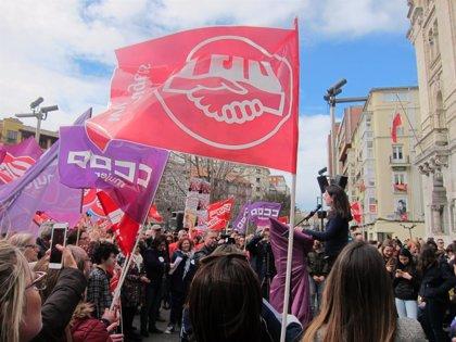 Centenares de mujeres se concentran en Santander contra la desigualdad