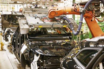 Trabajadores de Renault se concentran en las factorías contra la violencia de género y por la igualdad