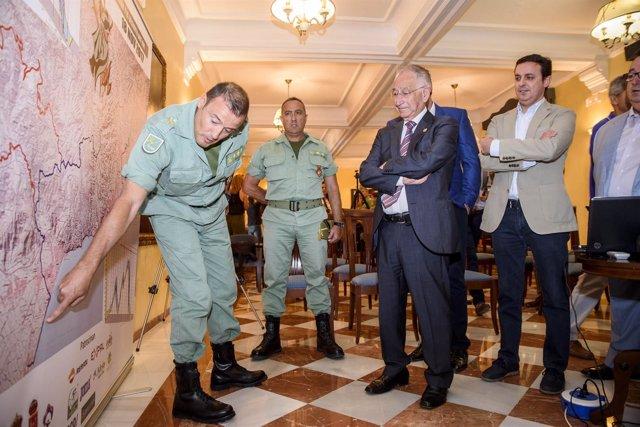 El convenio entre Diputación y Defensa permitirá pavimentar la Base de la Legión