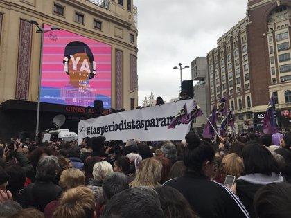 Cientos de informadoras y comunicadoras se concentran en Madrid al grito de #LasPeriodistasParamos