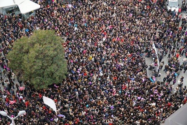 Mujeres periodistas se concentran en la plaza de Callao