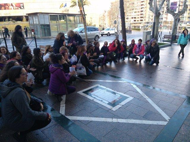 Sentada del 8M en apoyo a la menor víctima de intento de agresión sexual en Jaén