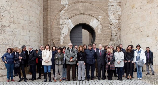 Concentración por la igualdad real en La Aljafería.