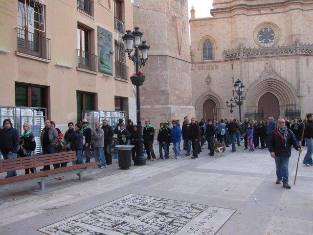 Castellonenses Durante La Celebración De Un Acto De La Magdalena