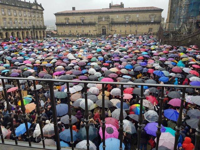 Paraguas en las movilizaciones del 8M en Santiago