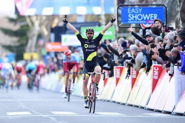 Jerome Cousin celebra su triunfo en la París-Niza