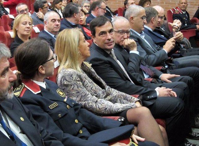 Pere Soler, exdirector de Mossos (en el centro)
