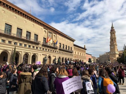 Un total de 588 trabajadores del Ayuntamiento de Zaragoza secundan la huelga o paros del 8M, el 15,76%
