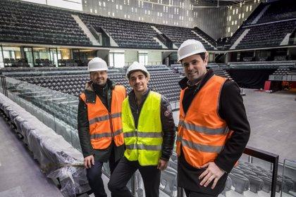 El campeón del mundo de patinaje y medallista olímpico Javier Fernández visita el Navarra Arena
