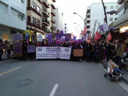 Unas 2.000 personas en Ibiza participan en la manifestación del 8M