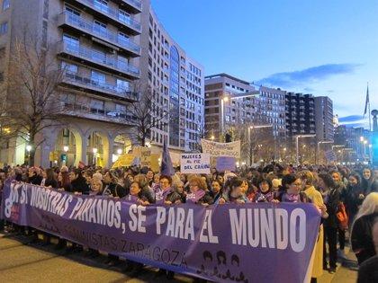 """Una multitudinaria manifestación recorre las calles de Zaragoza para dar inicio a la """"revolución feminista"""""""