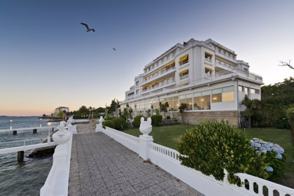 Grupo Hotusa compra dos hoteles en La Toja (Pontevedra) a Banco Popular