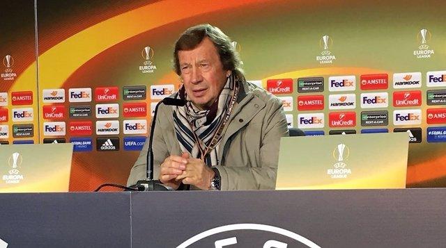 El entrenador del Lokomotiv de Moscú, Yuri Siomin,