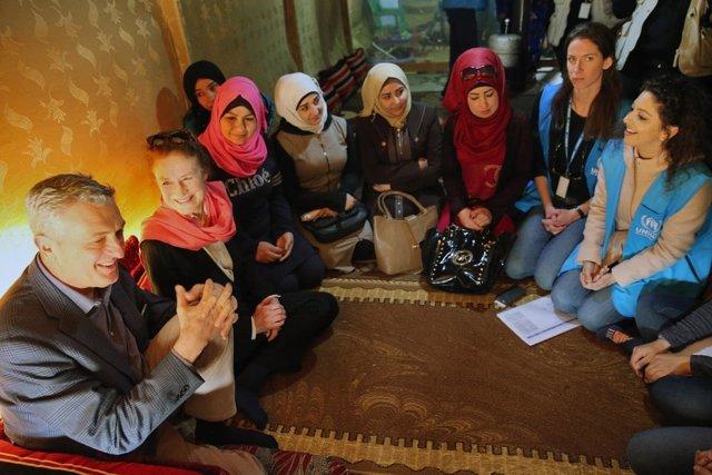 Fore y Grandi visitan a refugiadas sirias en Líbano
