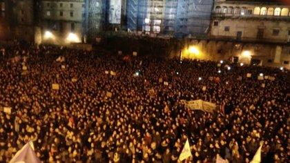 """Multitudinarias marchas por toda Galicia ponen el broche a un """"histórico"""" 8 de marzo"""