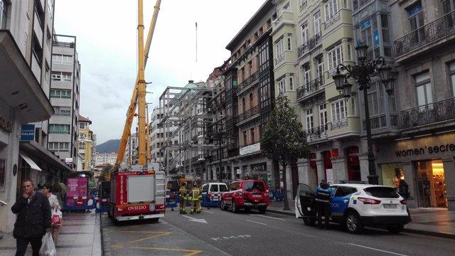 Edificio incendiado en la Calle Uría, incendio urbano, fachada sujeta