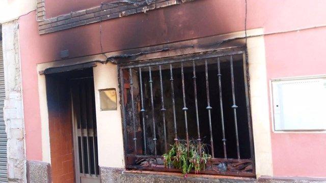 Anciano entra en su casa en llamas por creer que su mujer estaba dentro