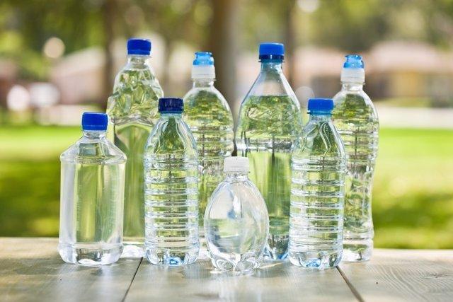 Botellas de agua mineral