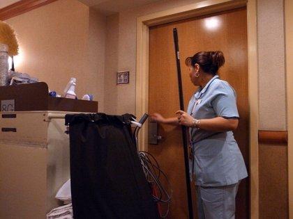 UGT y CCOO celebran la decisión de Rajoy de reunirse con las camareras de piso