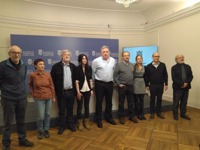 El alcalde junto a los miembros de la comisión de expertos